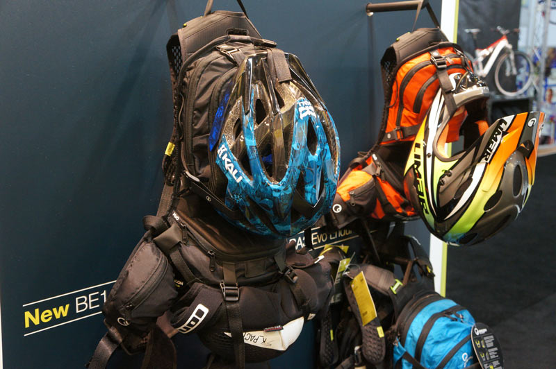 ergon-BE1-BE2-enduro-hydration-backpacks02