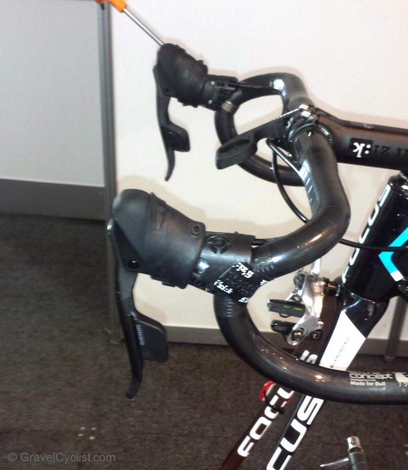 sram-red-wireless-electronic-road-group-spyshots-TDU11