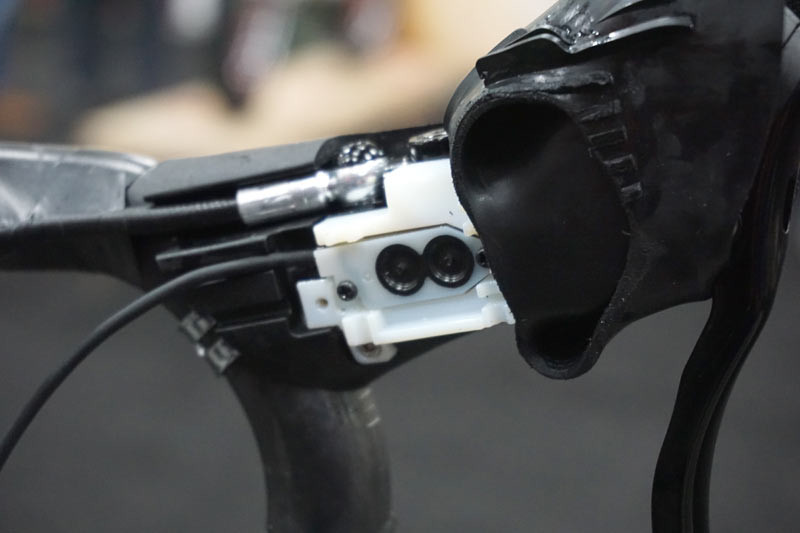TRP-Di2-climbers-button-integration-on-hydraulic-brake-levers05