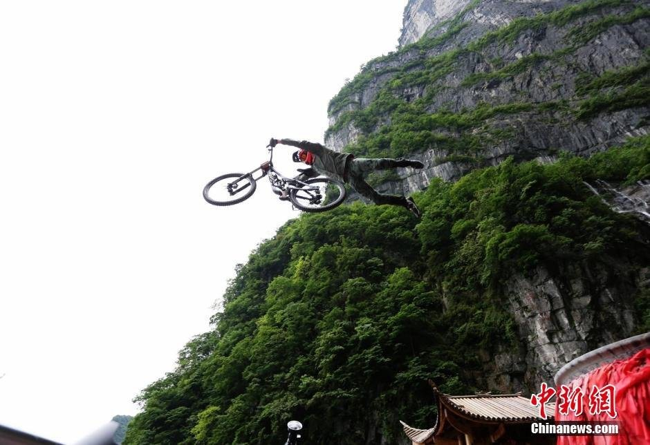 red-bull-sky-gate_mountain-race-zhangjiajie-2