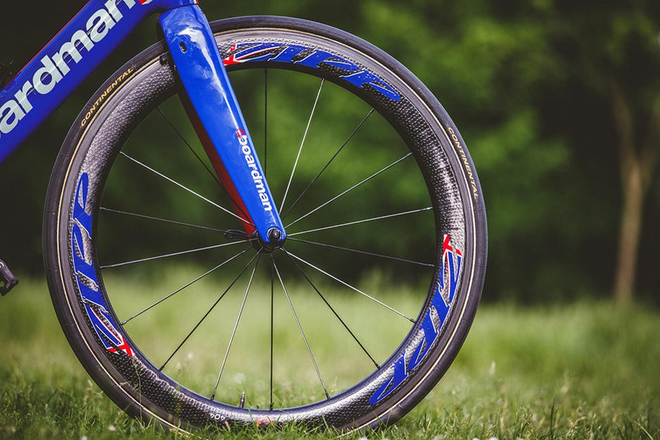 alistairs_bike_-_zipp_404_-_cbrakethrough_media