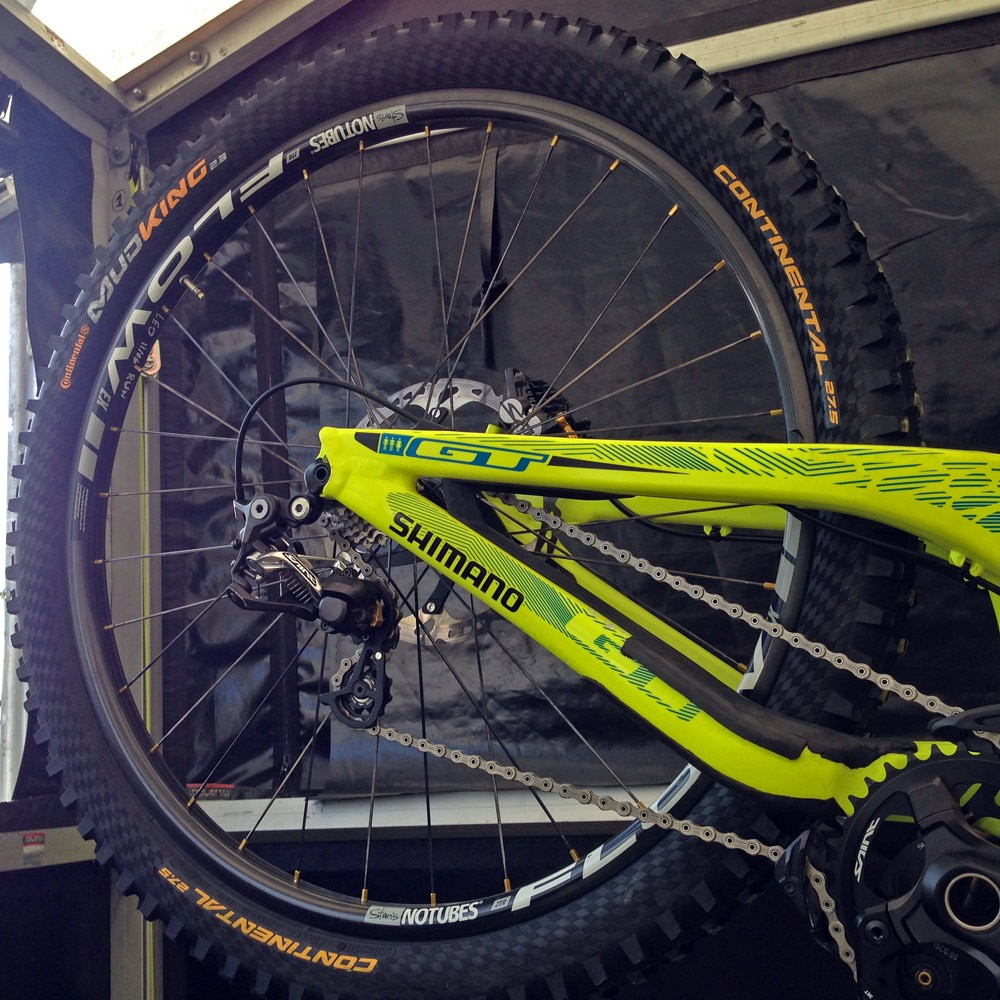 GT_aluminum_Fury_World-Cup_DH_bike_Gee-Atherton_Stans-Flow-Carbon-prototype-wheelset