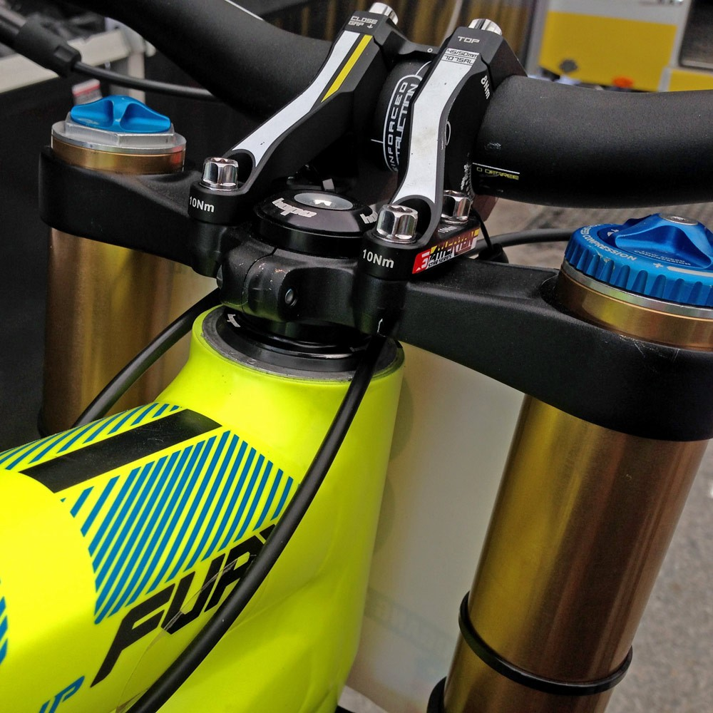 GT_aluminum_Fury_World-Cup_DH_bike_Gee-Atherton_slam-that-stem