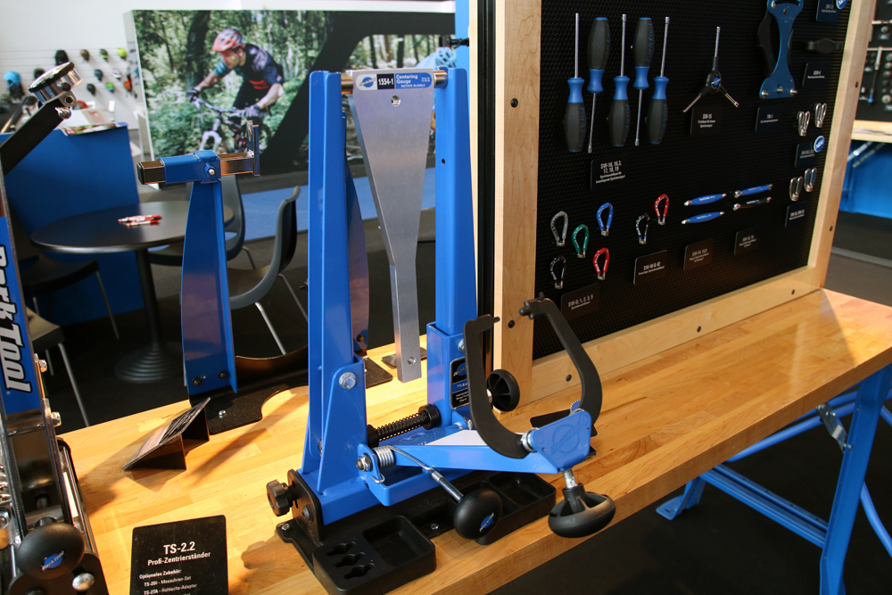 Park-Tool-New-Tools-internal-cable-routing-magnet-blue-trueing-stand-2