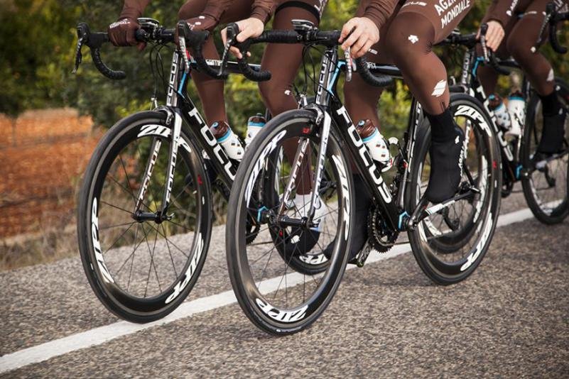 Ag2r Focus Izalco Max  zipp wheels