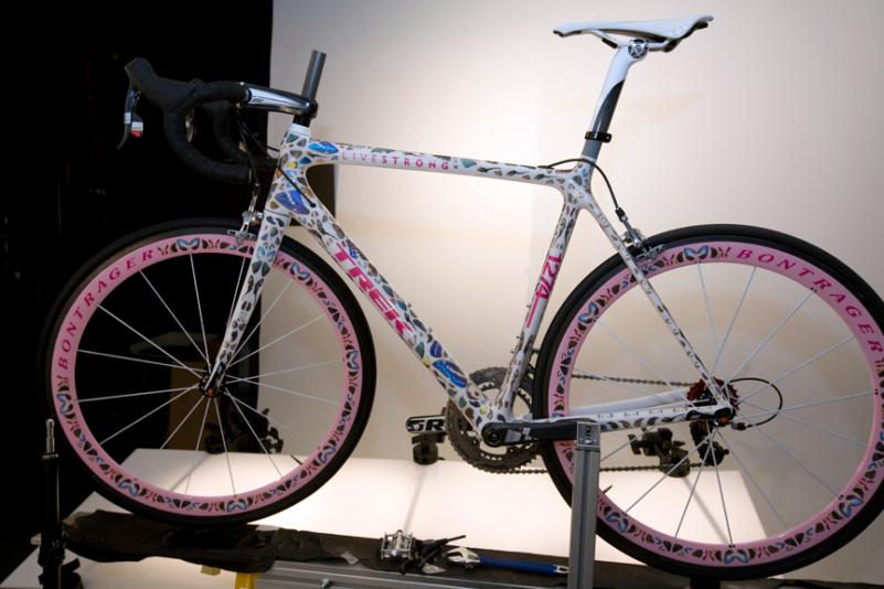 damien-hirst-armstrong-butterfly-bike3
