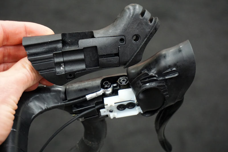 TRP-Di2-climbers-button-integration-on-hydraulic-brake-levers01