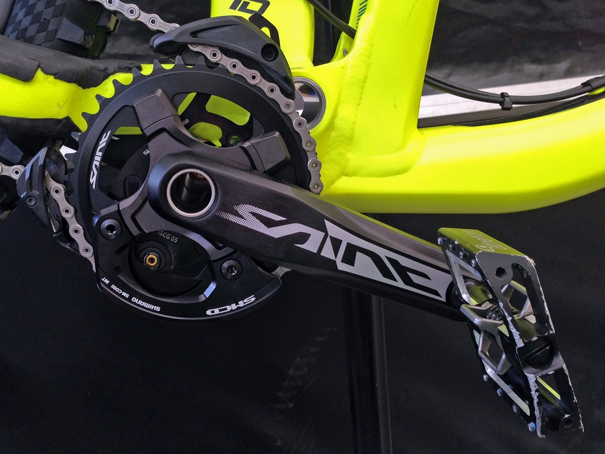 GT_aluminum_Fury_World-Cup_DH_bike_Gee-Atherton_new-Saint-cranks
