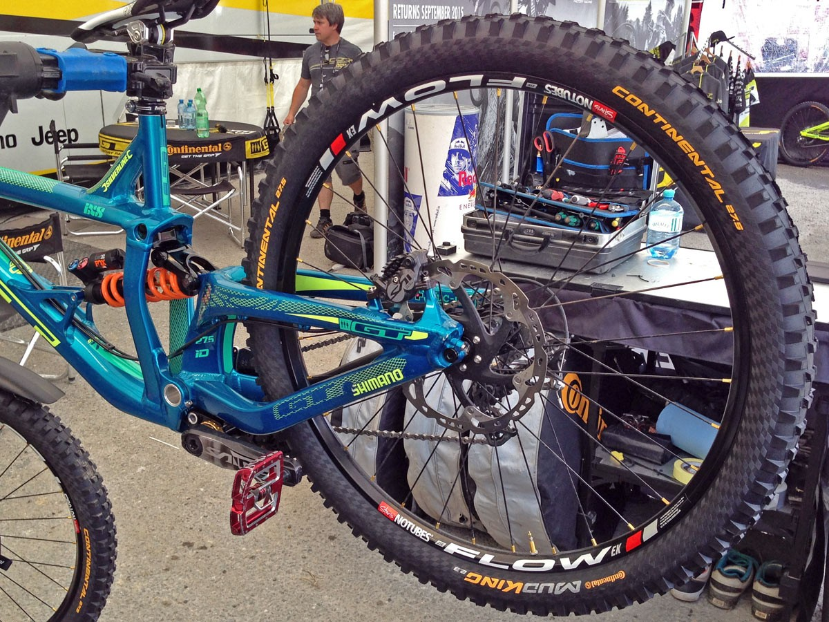 GT_aluminum_Fury_World-Cup_DH_bike_Rachel-Atherton_non-driveside_27-5_IDrive-suspension-detail